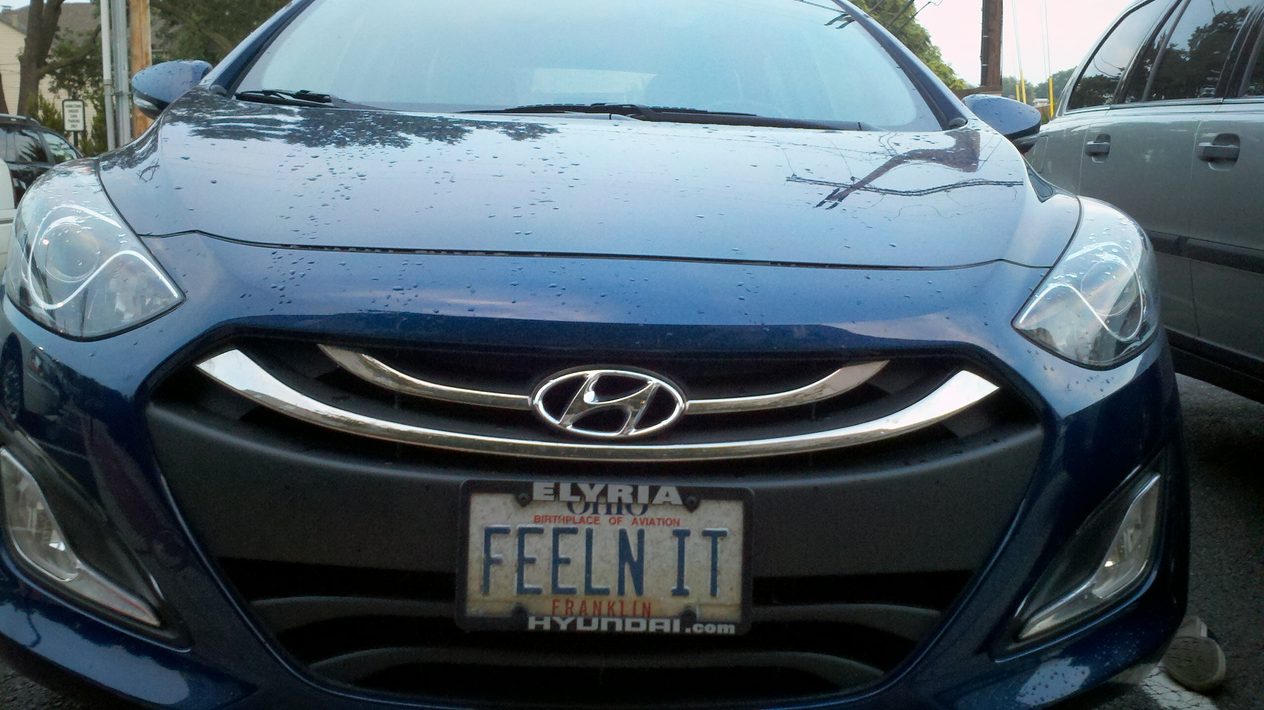 car with license plate that says FEELN IT